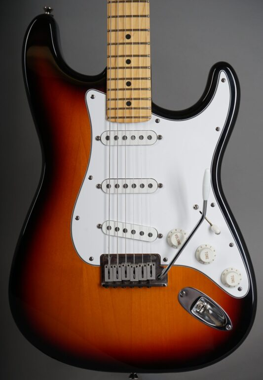 https://guitarpoint.de/app/uploads/products/1997-fender-american-standard-stratocaster-sunburst/1997-Fender-Standard-Stratocaster-3-tone-Sunburst-N7253113-2-scaled-533x768.jpg