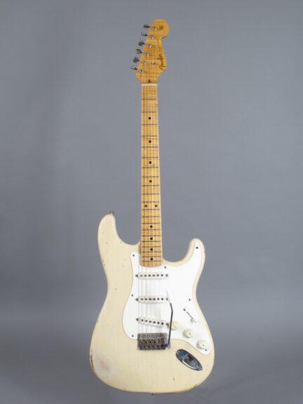 https://guitarpoint.de/app/uploads/products/1997-fender-custom-shop-cunetto-cruz-1956-stratocaster-blond/1997-Fender-Stratocaster-Cunetto-Blond-R2206-1-432x576.jpg