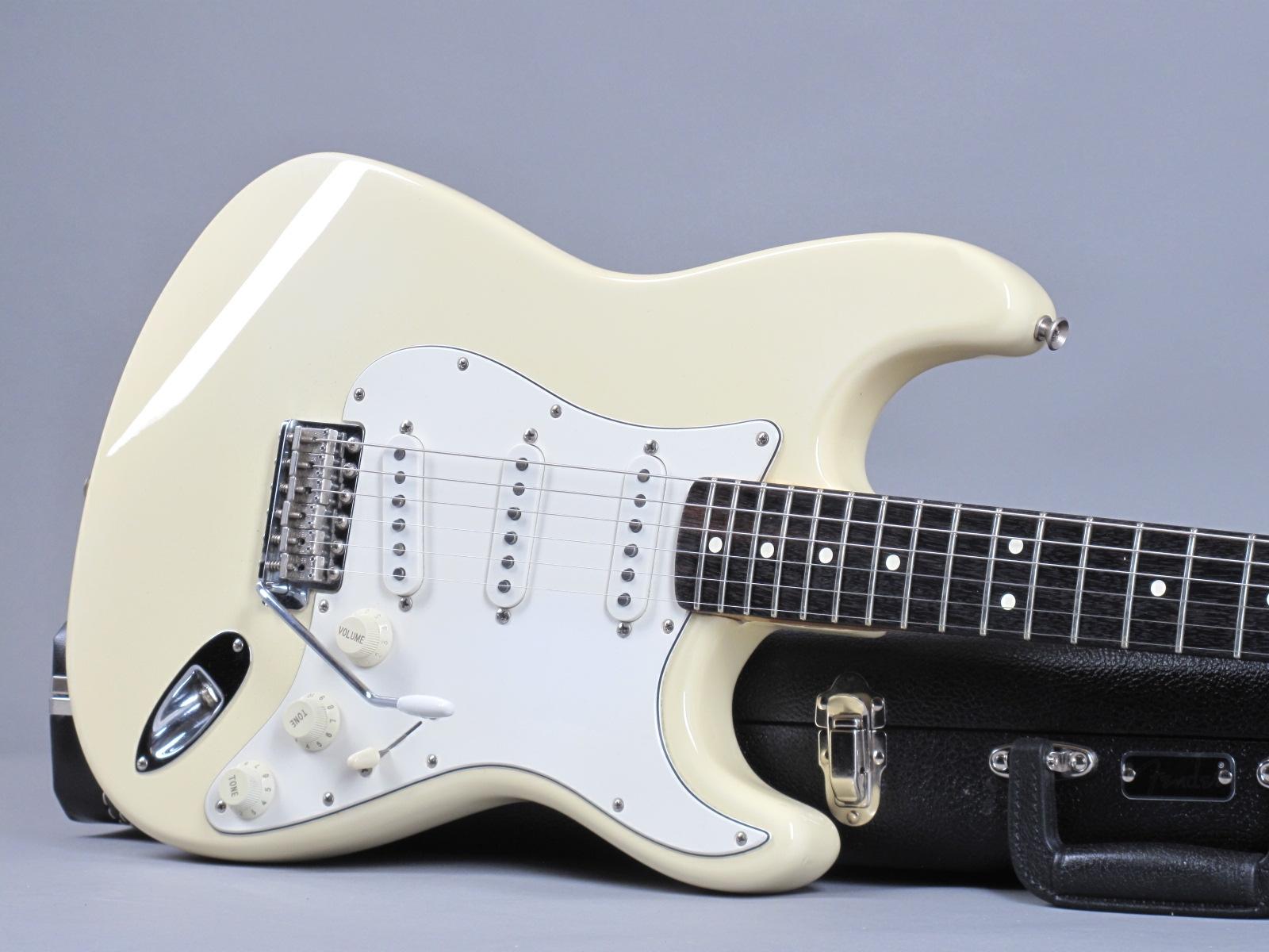 https://guitarpoint.de/app/uploads/products/1998-fender-jimi-hendrix-voodoo-strat-olympic-white/1997-Fender-Stratocaster-Hendrix-White-TN703967-19.jpg