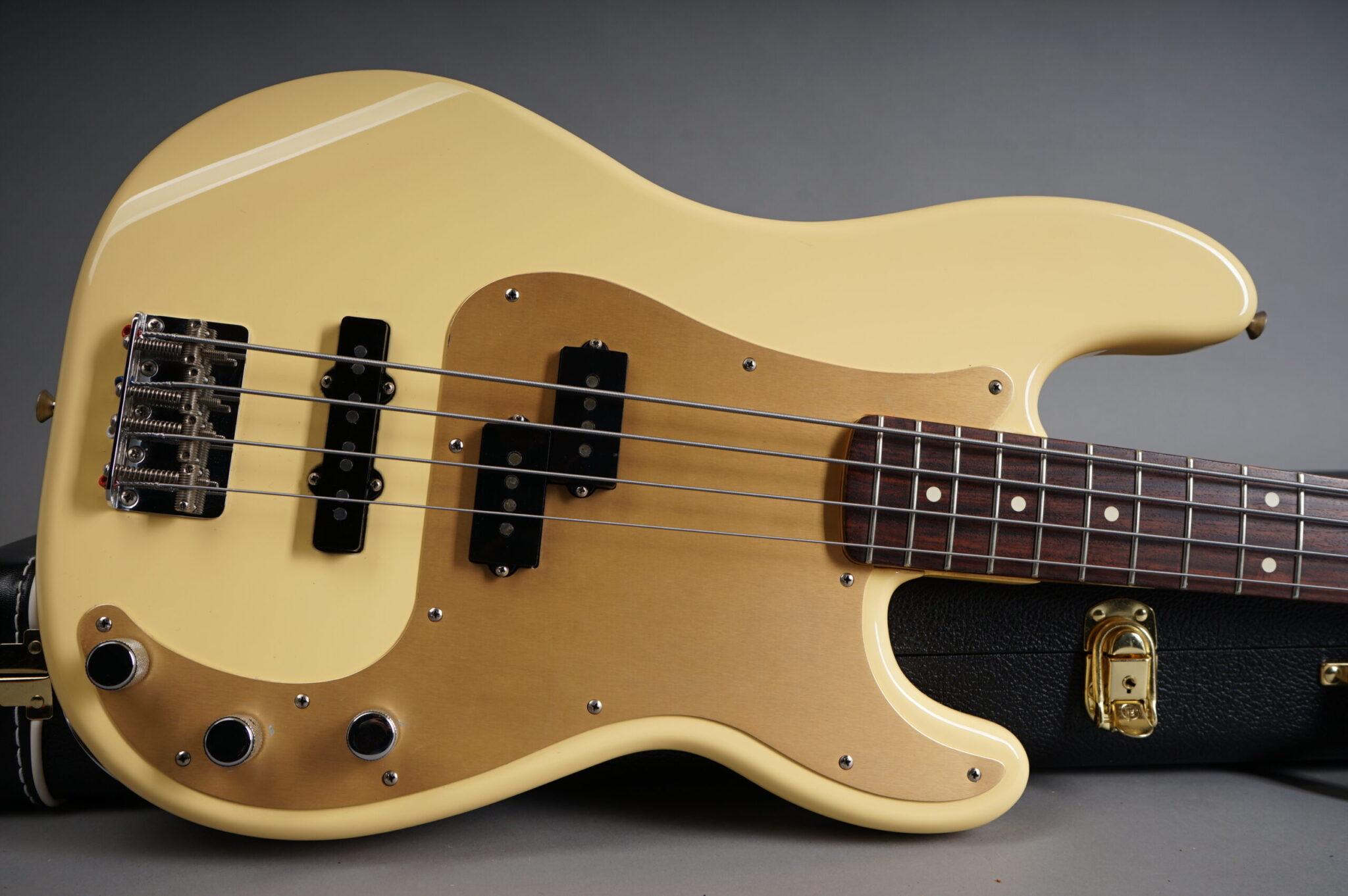 https://guitarpoint.de/app/uploads/products/1998-fender-precision-bass-special-white/1998-Fender-Cali-PJ-Bass-8-scaled-2048x1362.jpg