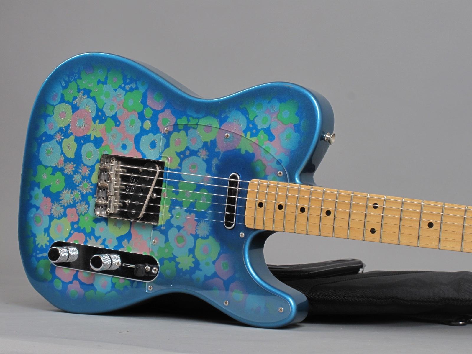 https://guitarpoint.de/app/uploads/products/1999-fender-telecaster-blue-flower-mij/1999-Fender-Tele-Blue-Flower-P077749_19.jpg