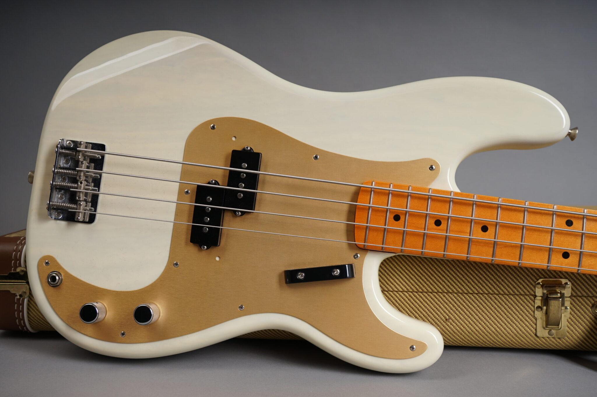 https://guitarpoint.de/app/uploads/products/2001-fender-american-vintage-1957-precision-bass-blond/2001-Fender-American-Vintage-1957-Precision-Bass-Blond-V126861-10-scaled-2048x1362.jpg