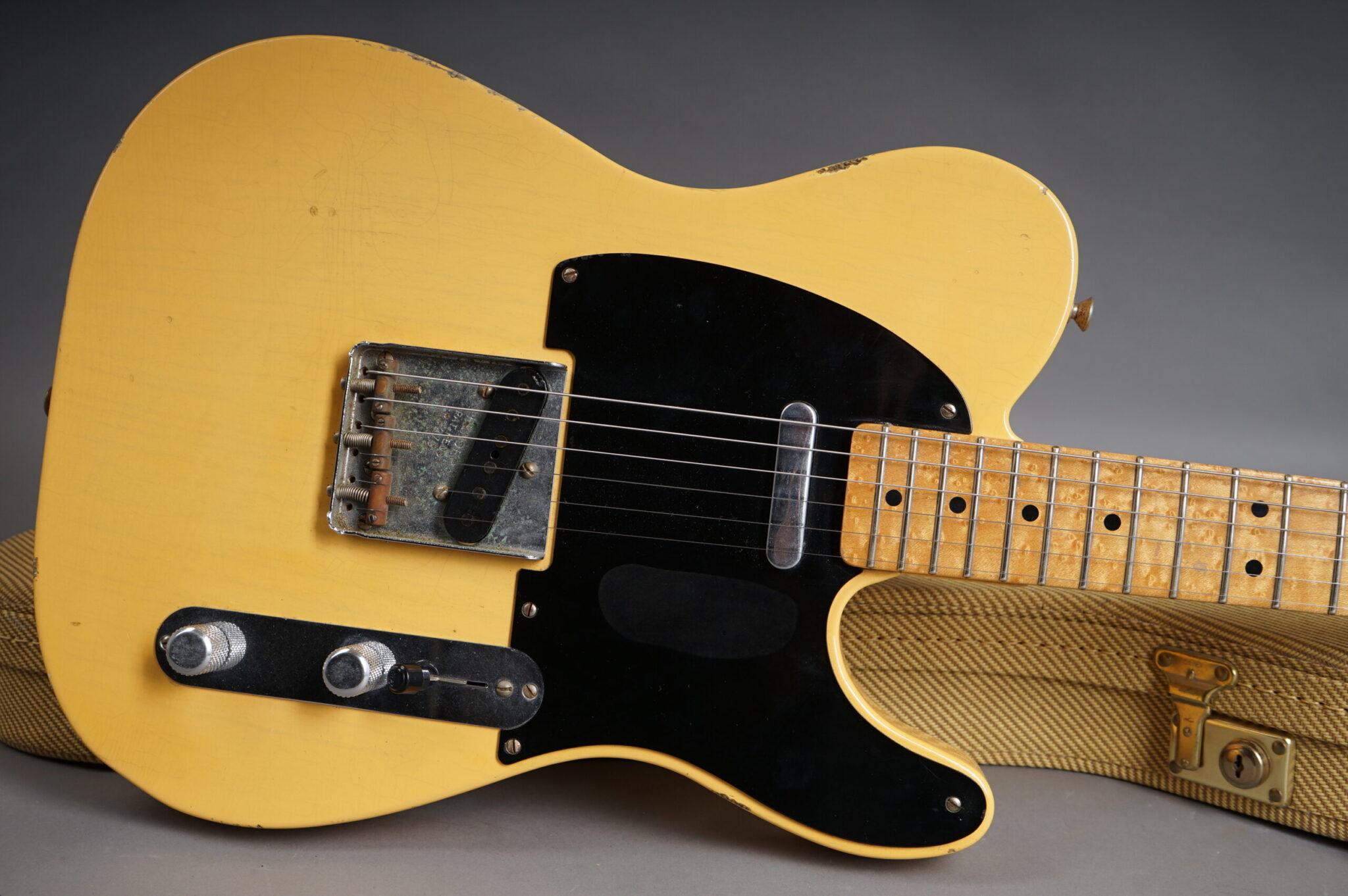 https://guitarpoint.de/app/uploads/products/2002-fender-custom-shop-1951-nocaster-telecaster-reissue-relic-butterscotch/2002-Fender-51-Nocaster-Blond-R3279-8-scaled-2048x1362.jpg