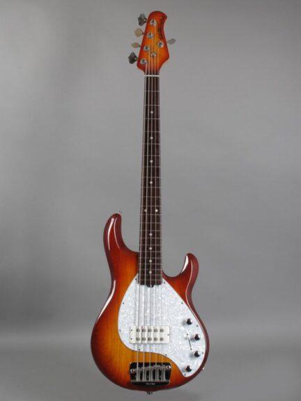https://guitarpoint.de/app/uploads/products/2002-music-man-stingray-5-honeyburst/2002-Musicman-StingRay-5-String-CSB-E27771-1-432x576.jpg
