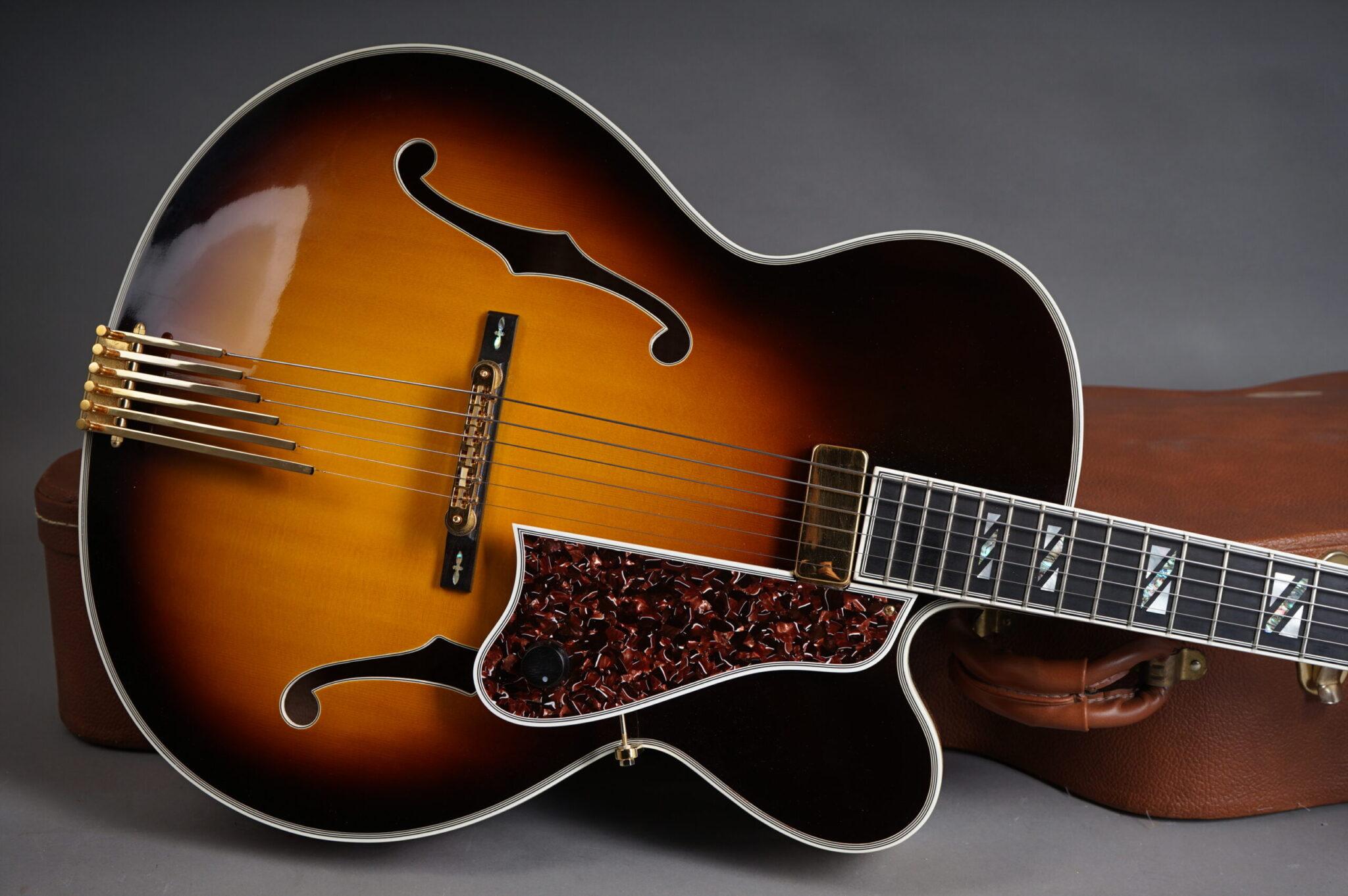 https://guitarpoint.de/app/uploads/products/2003-gibson-custom-shop-le-grand-sunburst/2003-Gibson-LeGrand-Sunburst-21665005-9-scaled-2048x1362.jpg