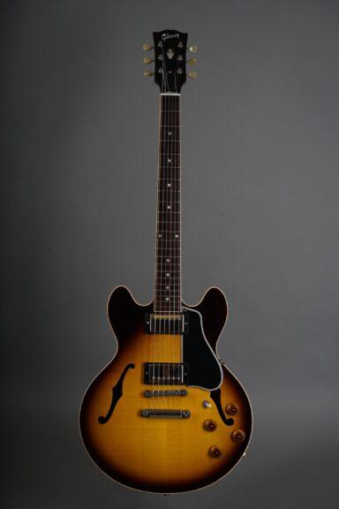https://guitarpoint.de/app/uploads/products/2004-gibson-cs-336-sunburst/2004-Gibson-CS-336-Sunburst-CS41193-1-scaled-384x576.jpg