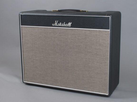 https://guitarpoint.de/app/uploads/products/2004-marshall-1962-bluesbreaker/2004-Marshall-62-Bluesbreaker-26-0776A_2-576x432.jpg