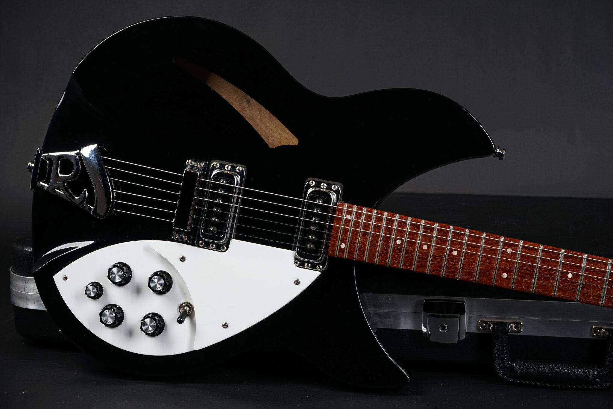https://guitarpoint.de/app/uploads/products/2004-rickenbacker-330-jetglo/2000-Rickenbacker-330-Jetglo-0020838-8-2048x1366.jpg