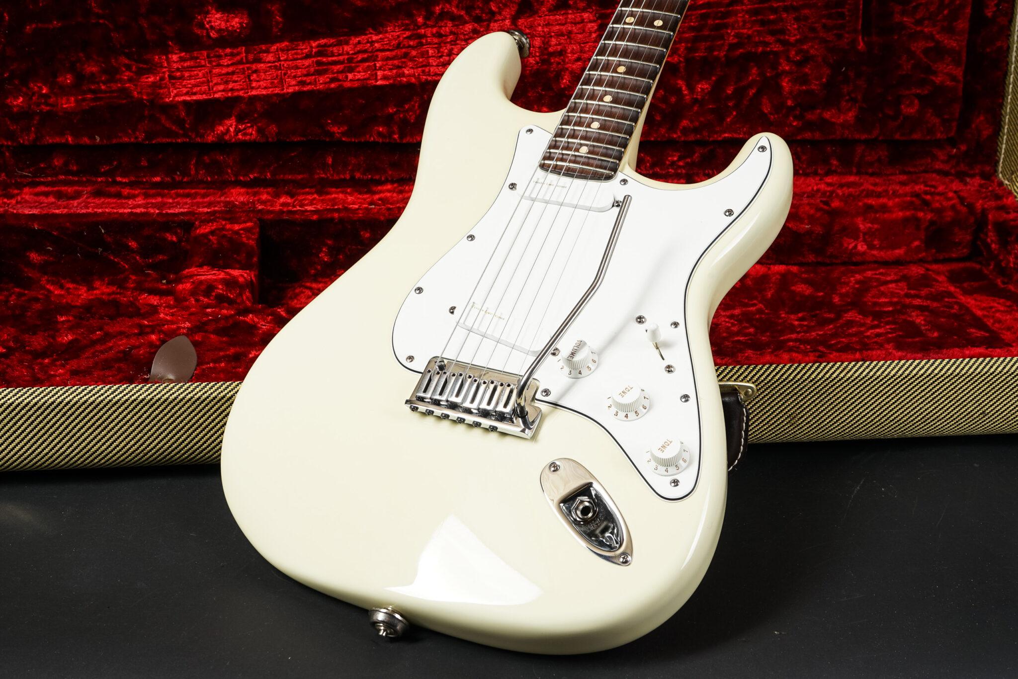 https://guitarpoint.de/app/uploads/products/2005-fender-custom-shop-ritchie-blackmore-set-neck-strat-olympic-white/2005-Fender-Ritchie-Blackmore-Strast-Custom-Shop-SZ053405-15-2048x1366.jpg