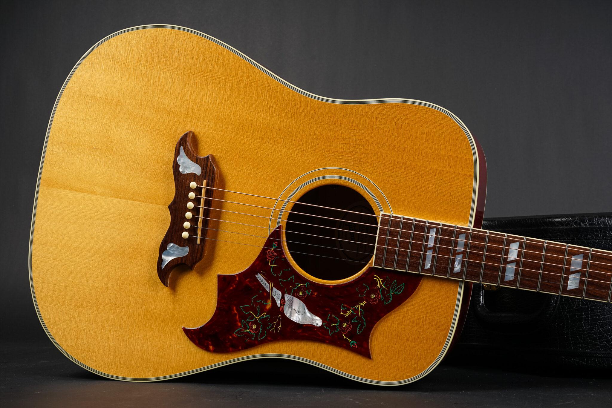 https://guitarpoint.de/app/uploads/products/2007-gibson-dove-natural/2007-Gibson-Dove-Natural-00857021-9-2048x1366.jpg