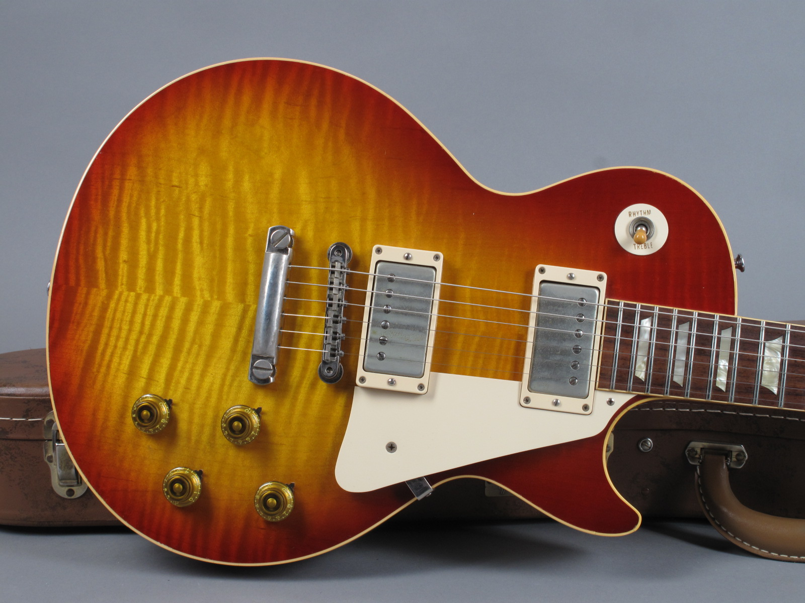 https://guitarpoint.de/app/uploads/products/2007-gibson-les-paul-1959-reissue-vos-washed-cherry/2007-Gibson-Les-Paul-1959-Reissue-VOS-97579-9.jpg