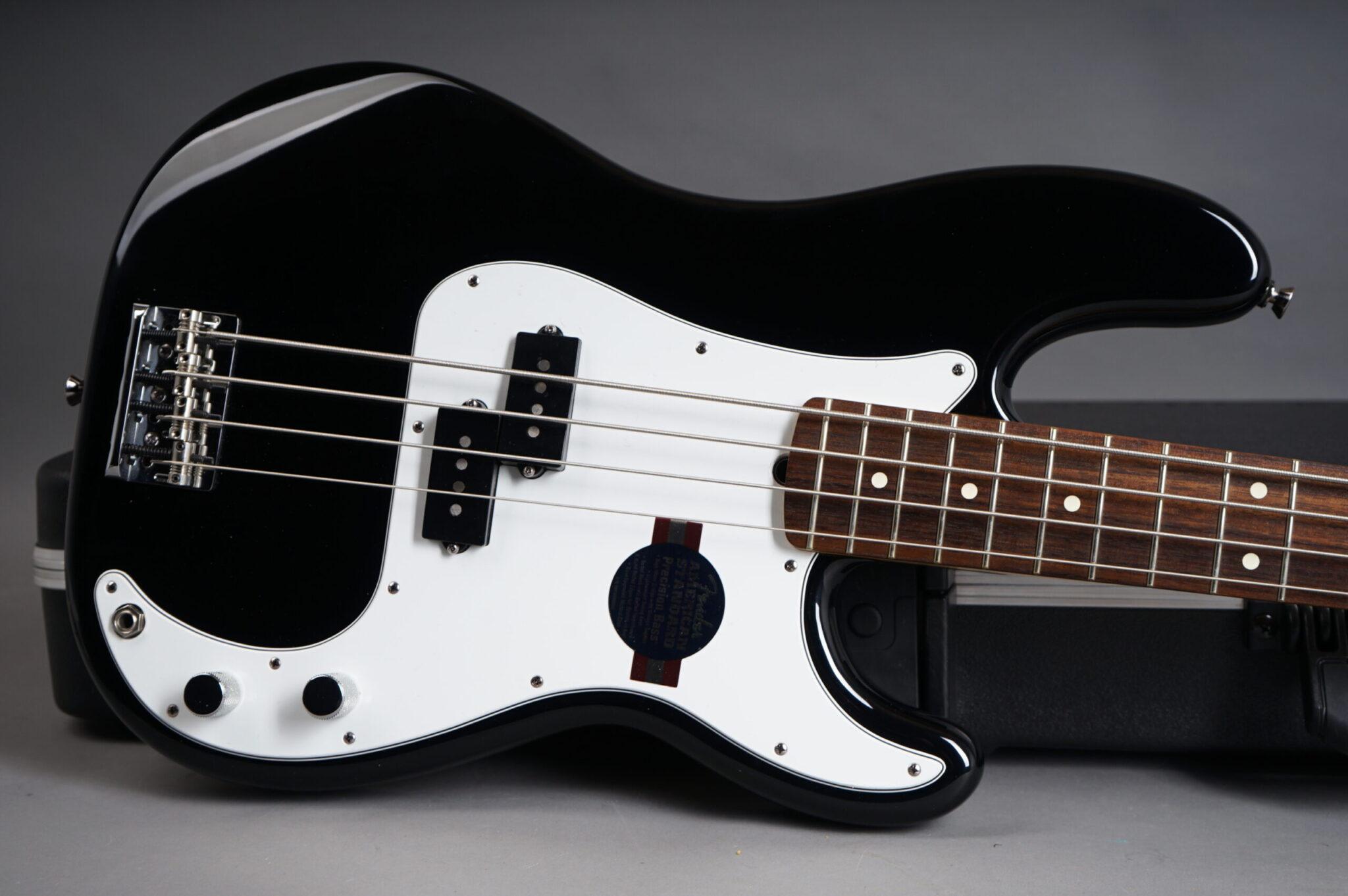 https://guitarpoint.de/app/uploads/products/2008-fender-american-standard-precision-bass-black/2008-Fender-Precision-Bass-American-Standard-Black-Z8061558-8-scaled-2048x1362.jpg