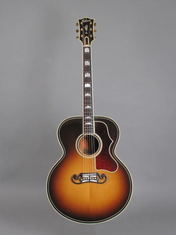 https://guitarpoint.de/app/uploads/products/2008-gibson-sj-200-western-classic-00368032/2008-Gibson-SJ-200-Western-Classic-Sunburst-00368032-1-576x768.jpg