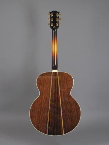 https://guitarpoint.de/app/uploads/products/2008-gibson-sj-200-western-classic-00368032/2008-Gibson-SJ-200-Western-Classic-Sunburst-00368032-3-432x576.jpg