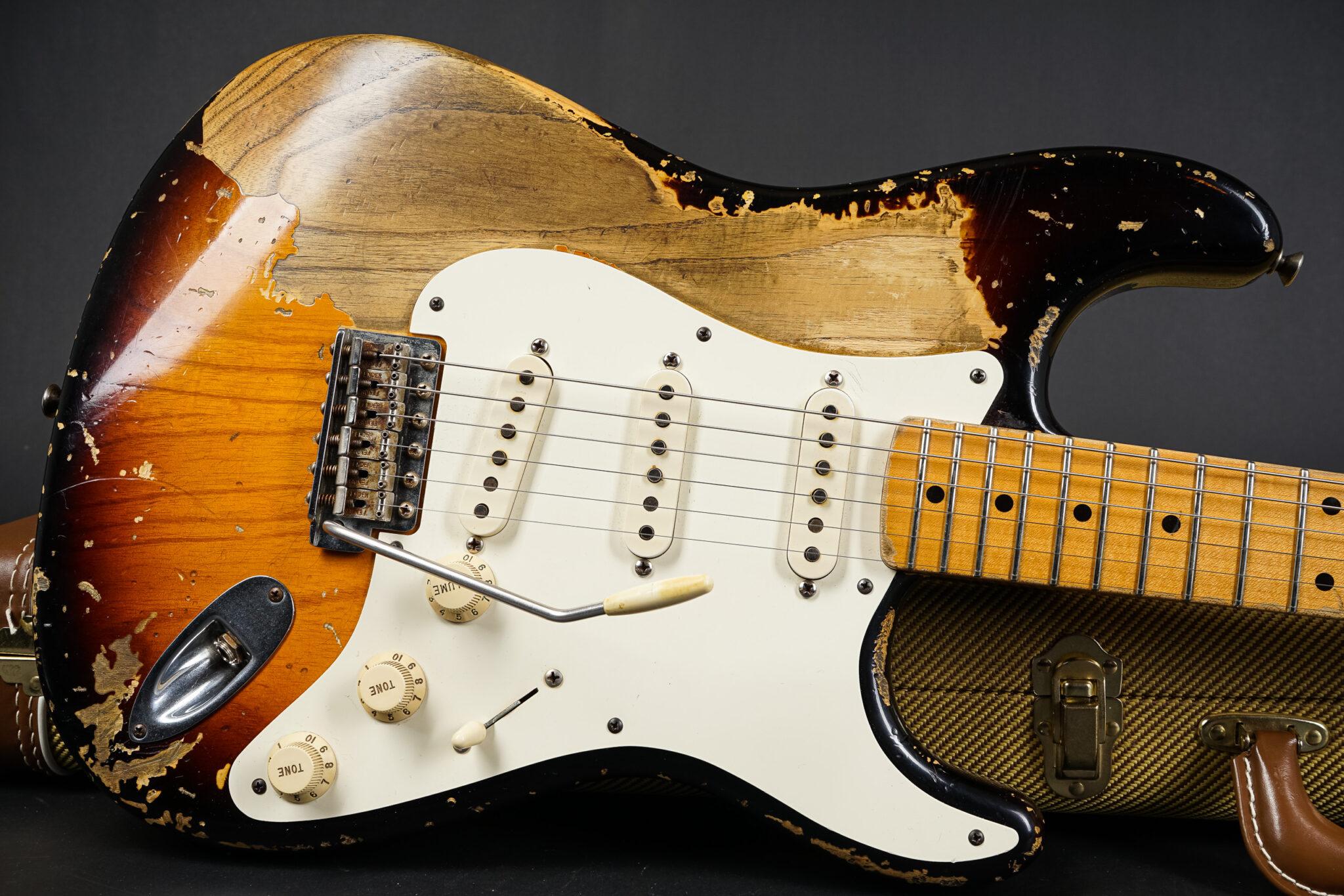 https://guitarpoint.de/app/uploads/products/2009-fender-john-cruz-masterbuilt-1956-stratocaster-heavy-relic-sunburst/2009-Fender-John-Cruz-Masterbuilt-1956-Stratocaster-JC1327-9-2048x1366.jpg