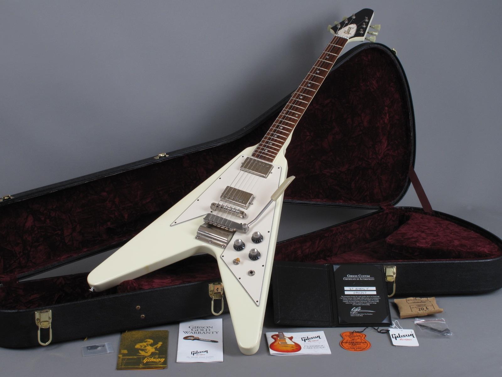 https://guitarpoint.de/app/uploads/products/2009-gibson-67-flying-v-reissue-white/2009-Gibson-67-Flying-V-White-090207_16.jpg