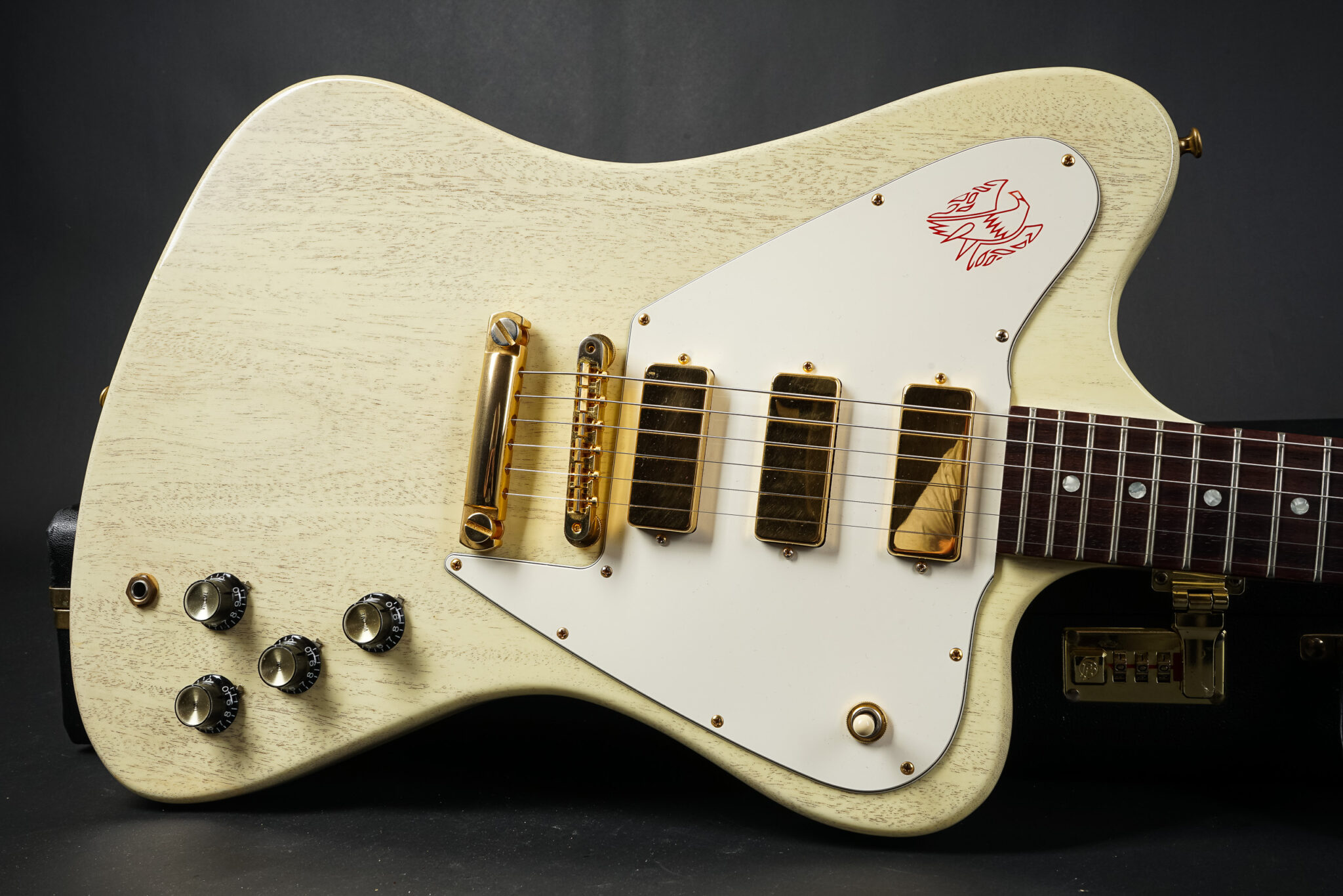 https://guitarpoint.de/app/uploads/products/2009-gibson-custom-shop-firebird-non-reverse-tv-white/2009-Gibson-Firebird-Nonreverse-TVWhite-CS97427-8-2048x1366.jpg