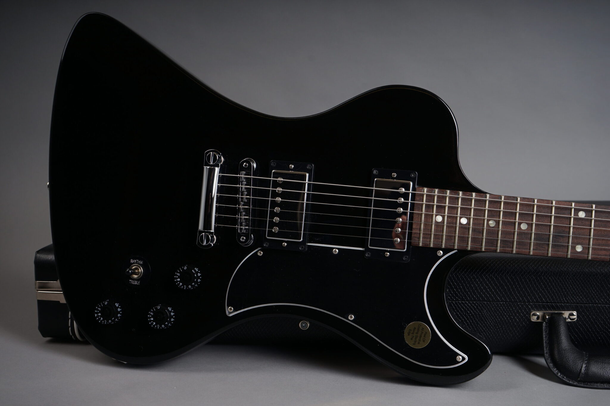 https://guitarpoint.de/app/uploads/products/2009-gibson-rd-standard-reissue-ebony/2009-Gibson-RD-Standard-Black-030290549-8-scaled-2048x1362.jpg