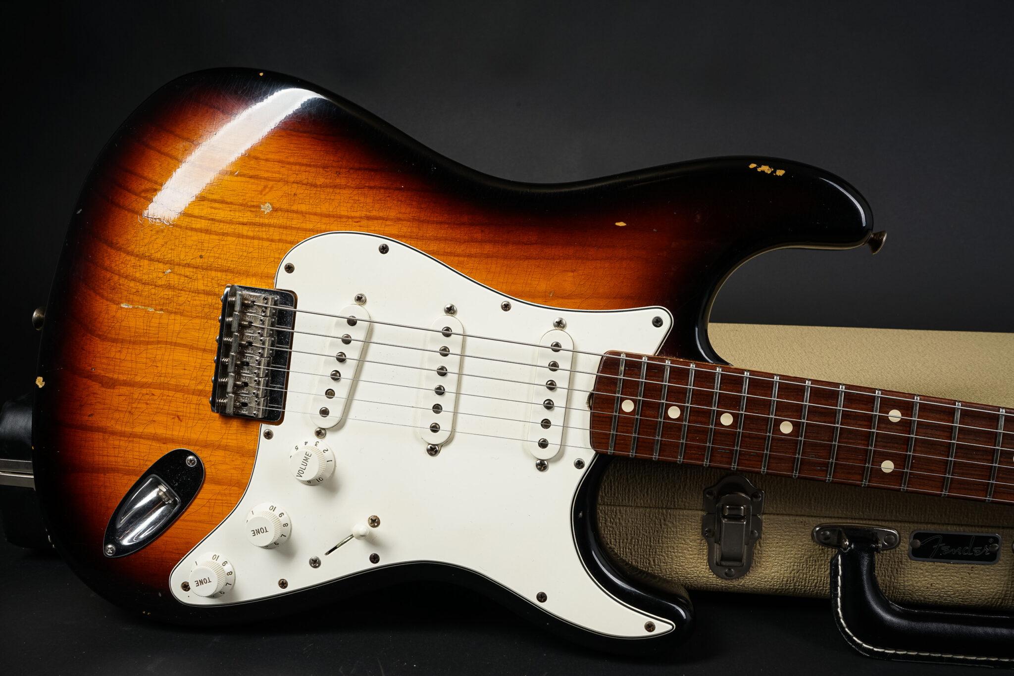 https://guitarpoint.de/app/uploads/products/2010-fender-dennis-galuszka-masterbuilt-1960-hardtail-stratocaster-relic/2010-Fender-MBDG-1960-Hardtail-Strat-R48426-9-2048x1366.jpg