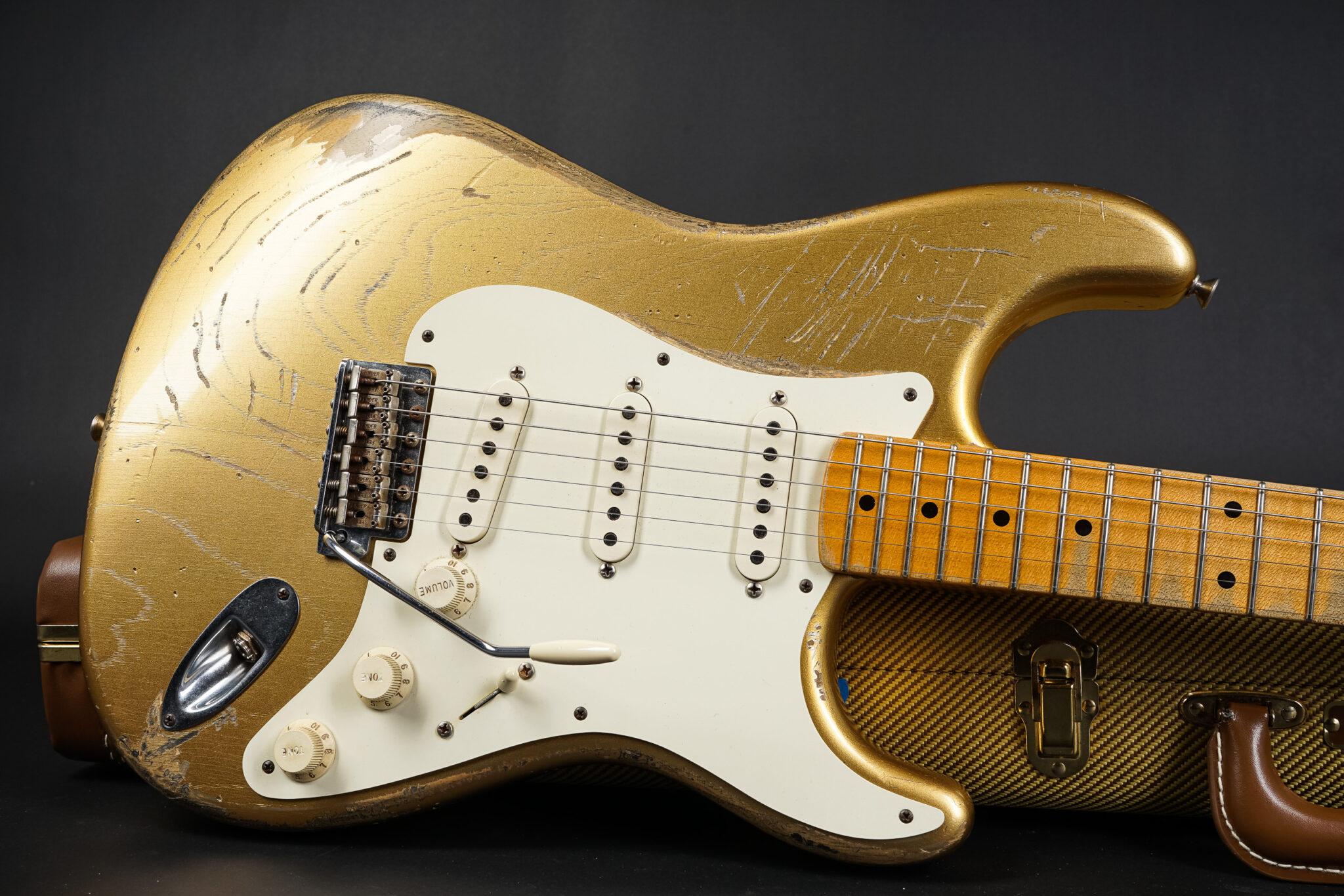 https://guitarpoint.de/app/uploads/products/2012-dennis-galuszka-masterbuilt-1957-heavy-relic-stratocaster-hle-gold-289kg/2012-Fender-1957-Masterbuilt-Galuszka-HLE-Gold-R67576-8-2048x1366.jpg
