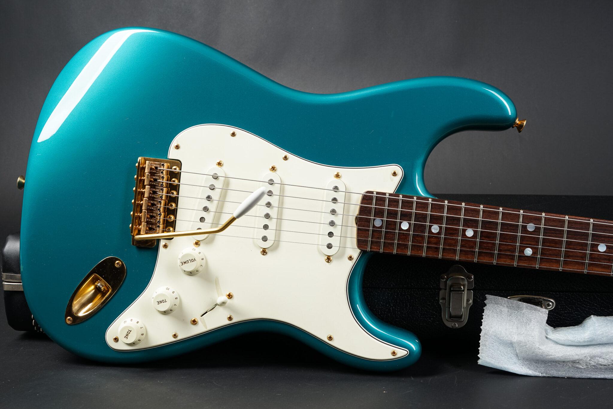 https://guitarpoint.de/app/uploads/products/2014-fender-yuriy-shishkov-masterbuilt-1965-stratocaster-nos-ocean-turquoise/2014-Fender-MBYS-1965-Strat-9-2048x1366.jpg