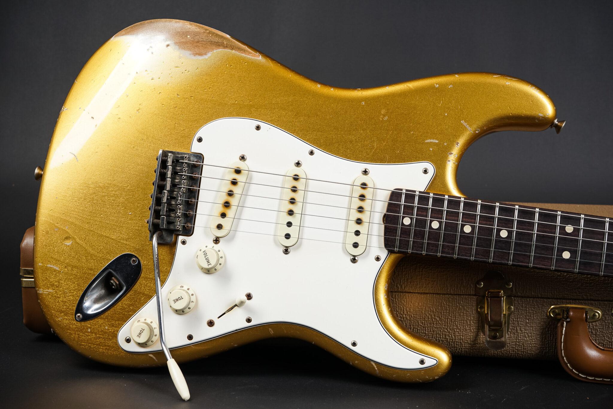https://guitarpoint.de/app/uploads/products/2015-fender-john-cruz-masterbuilt-1963-stratocaster-heavy-relic-aztec-gold/2015-Fender-John-Cruz-Masterbuilt-1963-Stratocaster-Aztec-Gold-JC2819-8-2048x1366.jpg