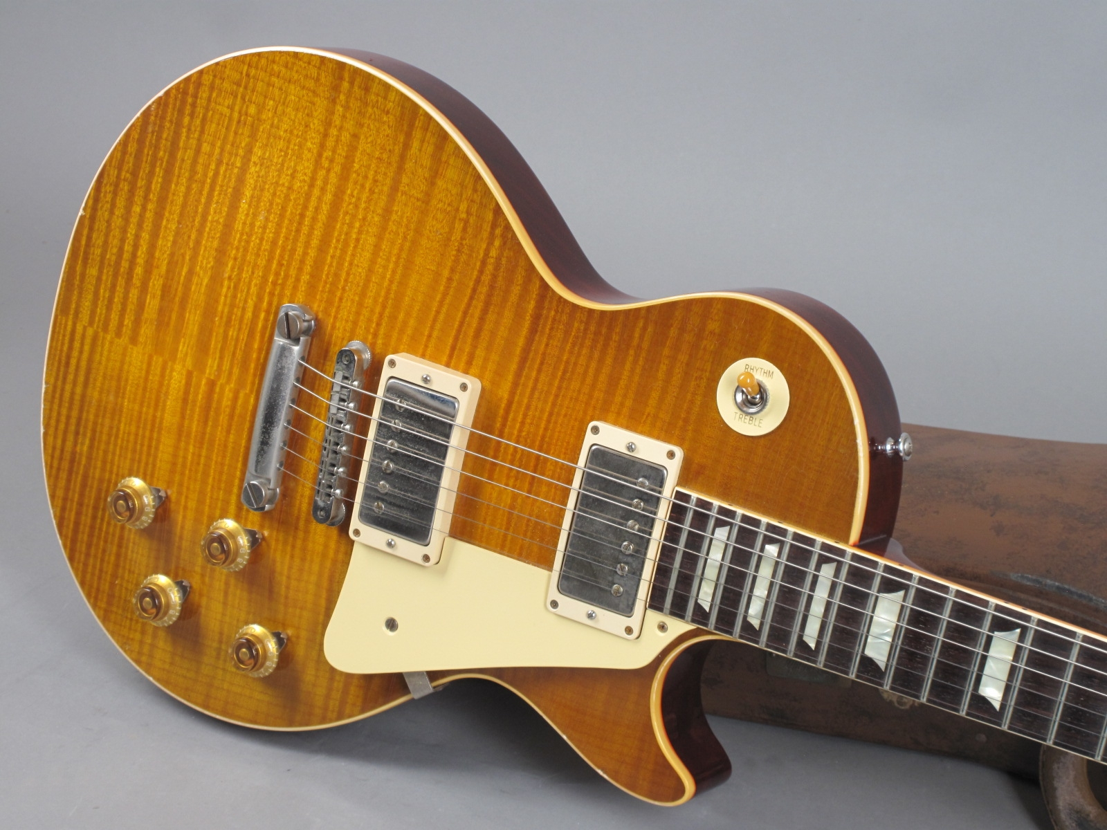 https://guitarpoint.de/app/uploads/products/2016-gibson-les-paul-1959-true-historic-murphy-aged/2016-Gibson-Les-Paul-1959-Murphy-Aged-96431_19.jpg