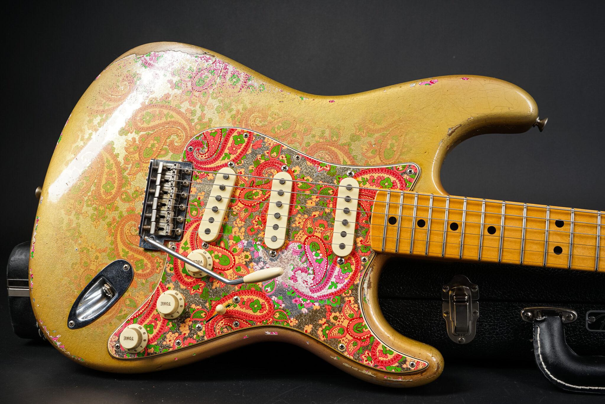 https://guitarpoint.de/app/uploads/products/2017-fender-dale-wilson-masterbuilt-1969-gold-paisely-stratocaster/2017-Fender-MBDW-Paisley-Gold69-Strat-CZ533204-9-2048x1366.jpg