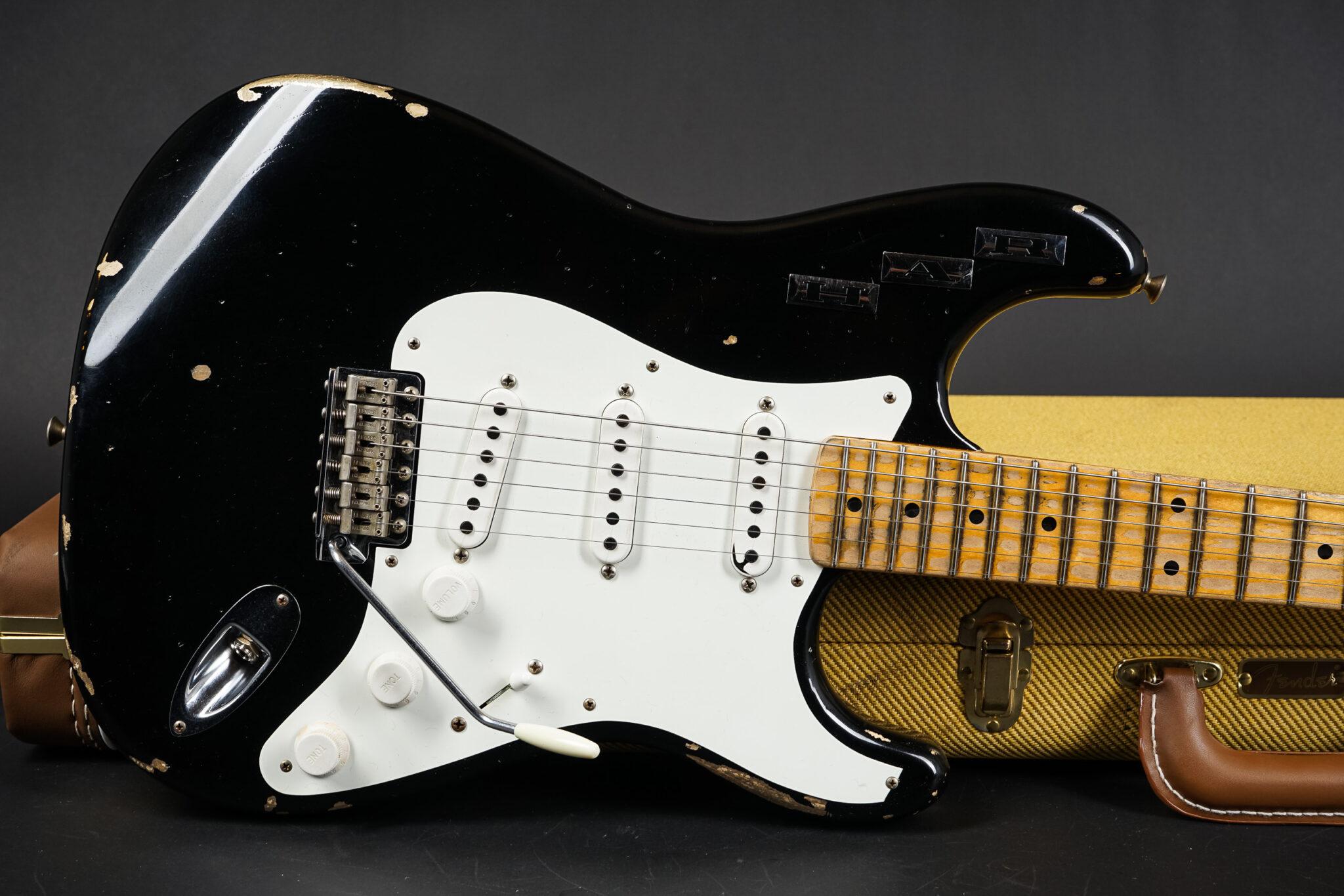 https://guitarpoint.de/app/uploads/products/2017-fender-masterbuilt-private-collection-dennis-galuszka-har-stratocaster-black/HAR-strat-bk-9-1-2048x1366.jpg
