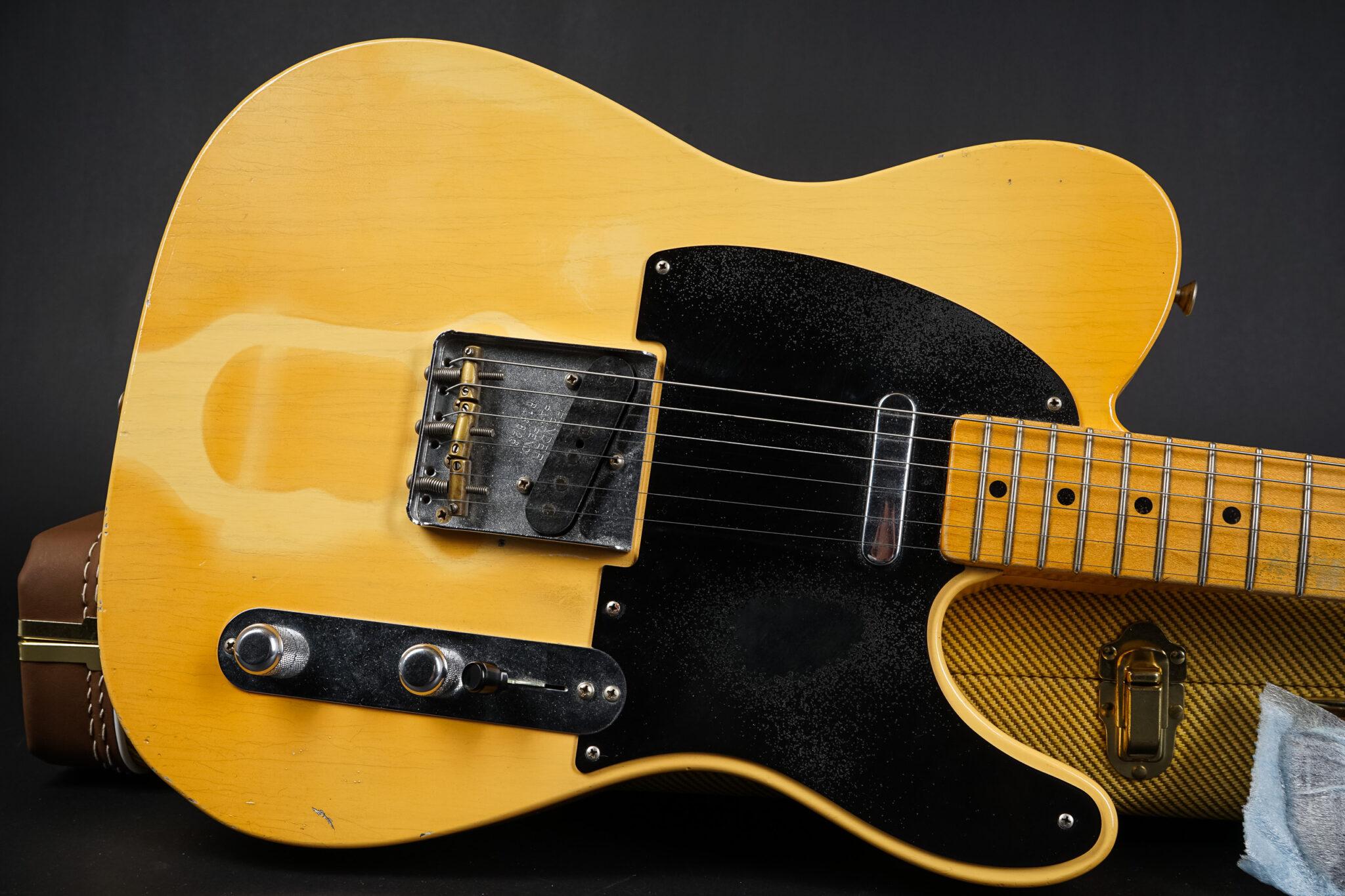 https://guitarpoint.de/app/uploads/products/2017-fender-paul-waller-masterbuilt-1953-tan-line-telecaster-heavy-relic-blonde/2017-Fender-Masterbuilt-Paul-Waller-Tanline-Tele-8-2048x1366.jpg