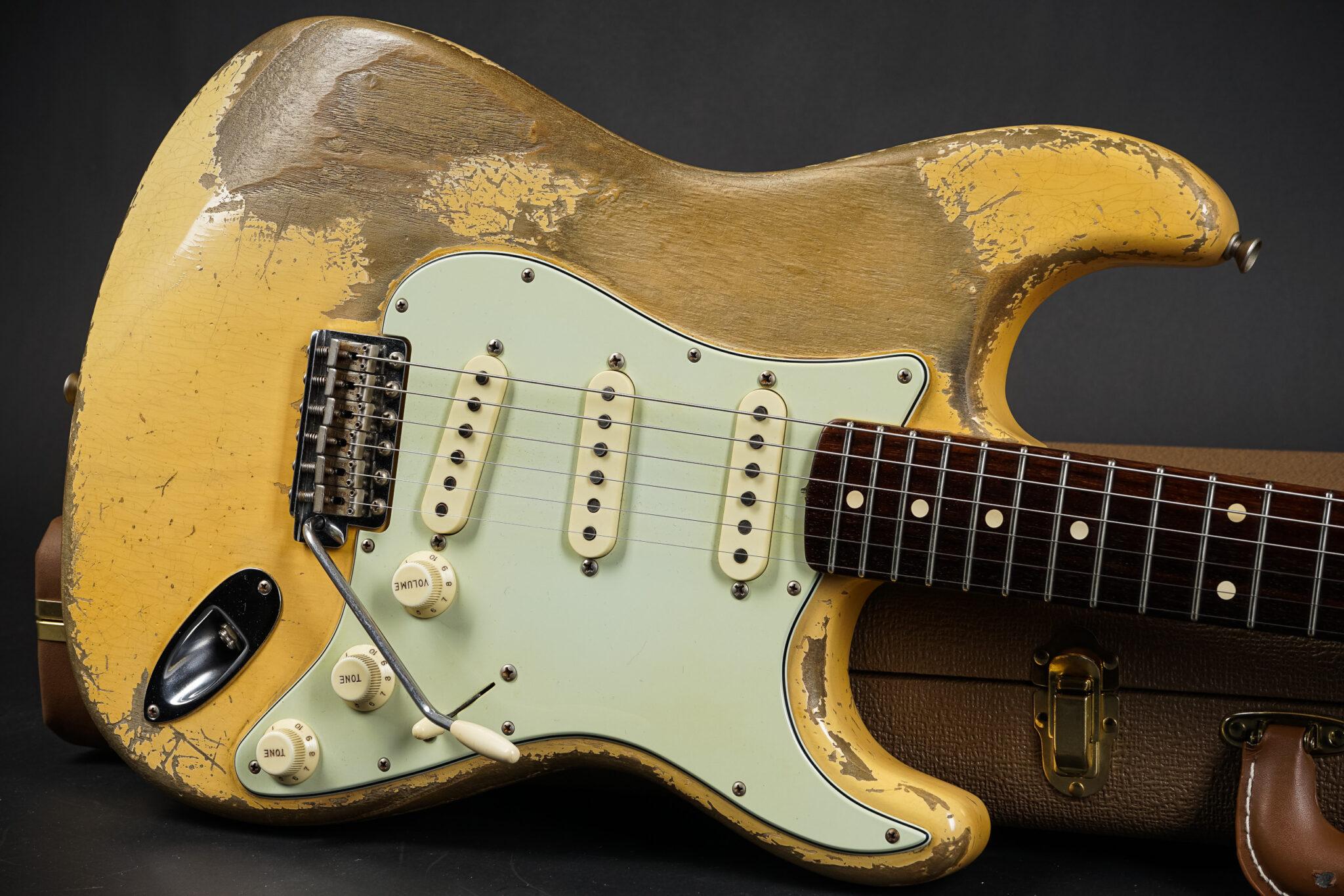 https://guitarpoint.de/app/uploads/products/2018-fender-dale-wilson-masterbuilt-1960-stratocaster-heavy-relic-vintage-blond-298kg/2018-Fender-MBDW-Dale-Wilson-1960-Strat-Heavy-Relic-Vintage-Blonde-9-2048x1366.jpg