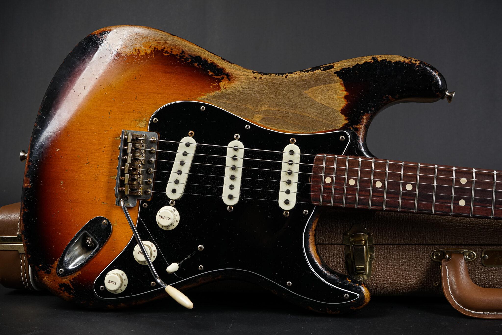 https://guitarpoint.de/app/uploads/products/2020-fender-dale-wilson-masterbuilt-1963-stratocaster-heavy-relic-sunburst/2020-Fender-Dale-Wilson-Masterbuilt-1963-Stratocaster-CZ547644-9-2048x1366.jpg