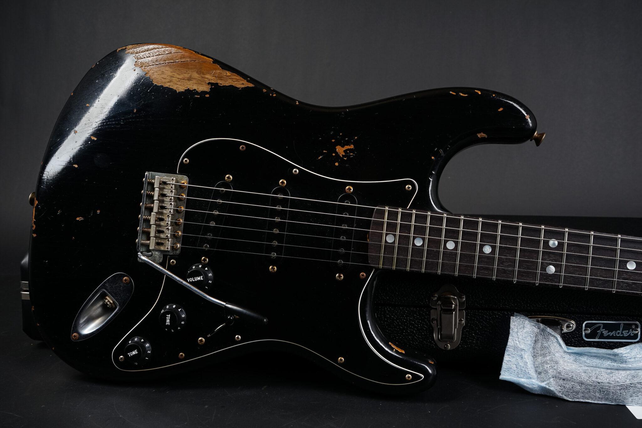 https://guitarpoint.de/app/uploads/products/2021-fender-carlos-lopez-masterbuilt-1967-stratocaster-black-cz551990/1967-Fender-Stratocaster-Black-MBCL-9-2048x1366.jpg