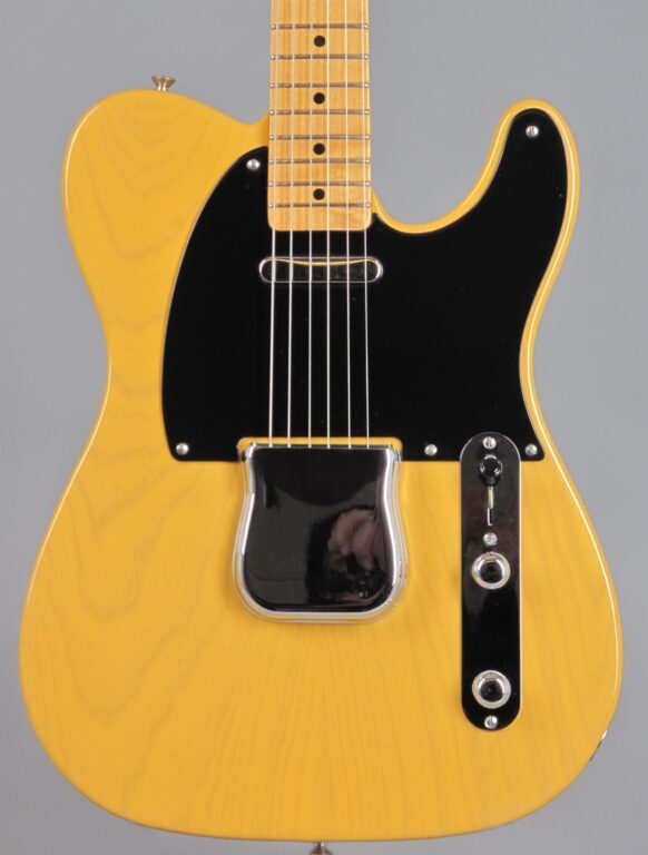 https://guitarpoint.de/app/uploads/products/90s-fender-telecaster-1952-reissue-blond/2000s-Fender-52-Telecaster-Blond-34844-2-582x768.jpg}