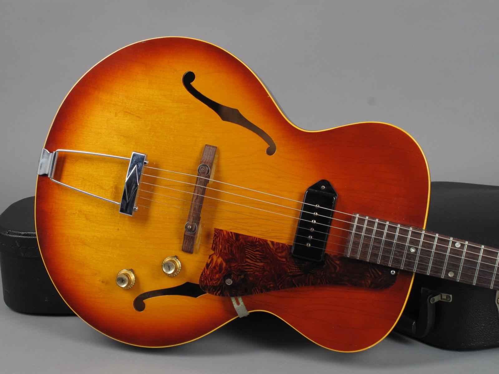 https://guitarpoint.de/app/uploads/products/gibson-es-125t-sunburst/1965-Gibson-ES-125T-360253-9.jpg