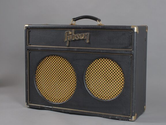 https://guitarpoint.de/app/uploads/products/gibson-super-goldtone-ga-30rv-black/2000s-Gibson-Super-Goldtone-GA-30-RV-2-576x432.jpg