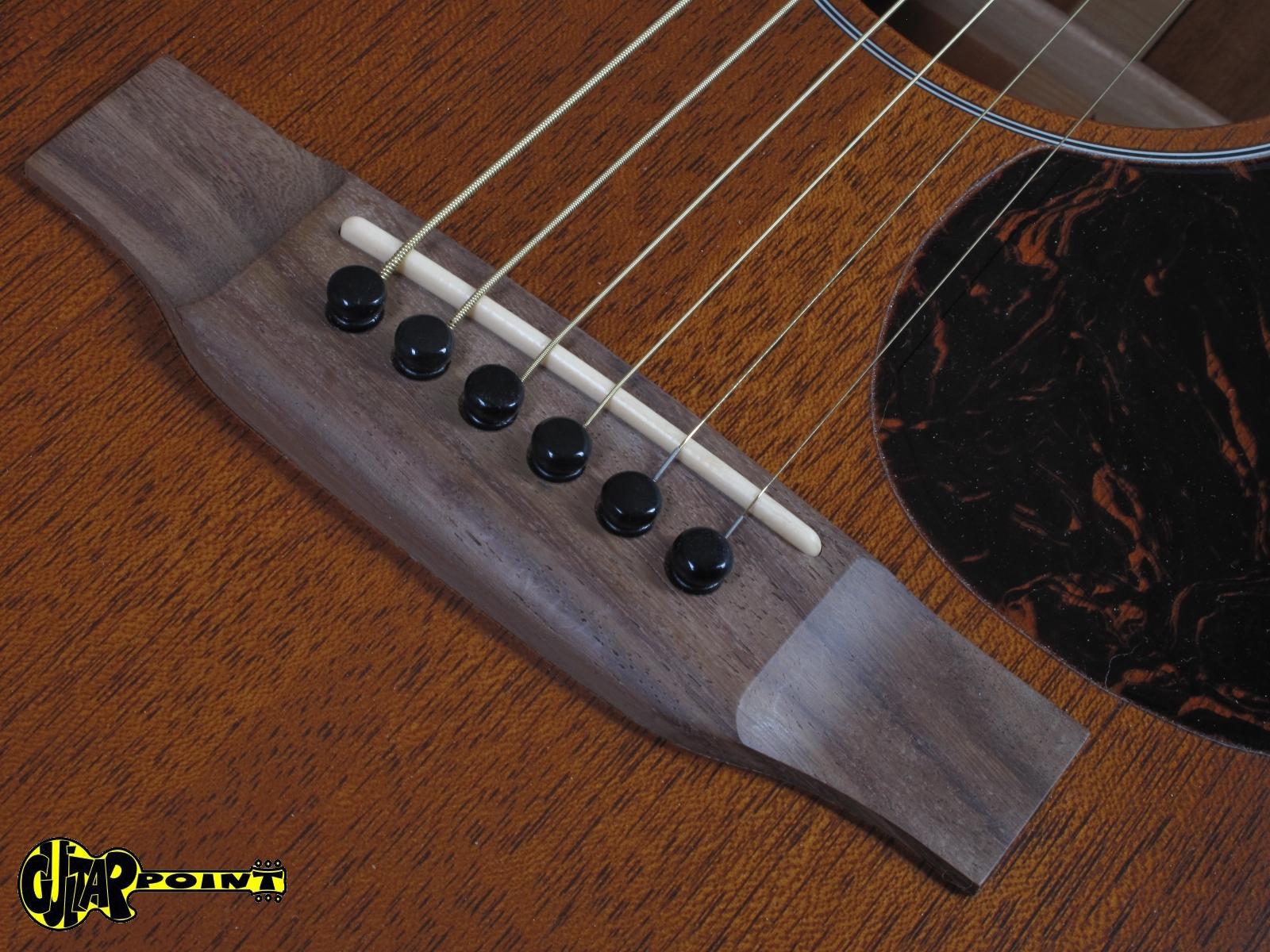 https://guitarpoint.de/app/uploads/products/martin-custom-om-15-sunburst-solid-mahogany/Martin10CustomOM15SB_13.jpg