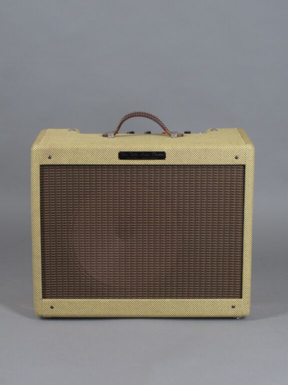 https://guitarpoint.de/app/uploads/products/tad-tweed-combo/2010-Tube-Amp-Doctor-Tweed-Deluxe-1-576x768.jpg}