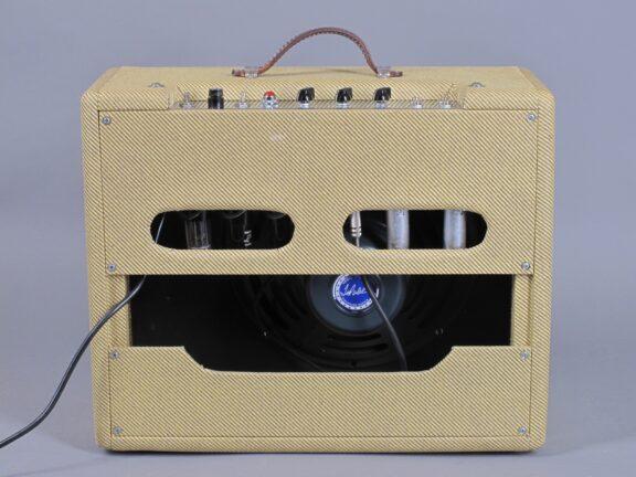 https://guitarpoint.de/app/uploads/products/tad-tweed-combo/2010-Tube-Amp-Doctor-Tweed-Deluxe-4-576x432.jpg