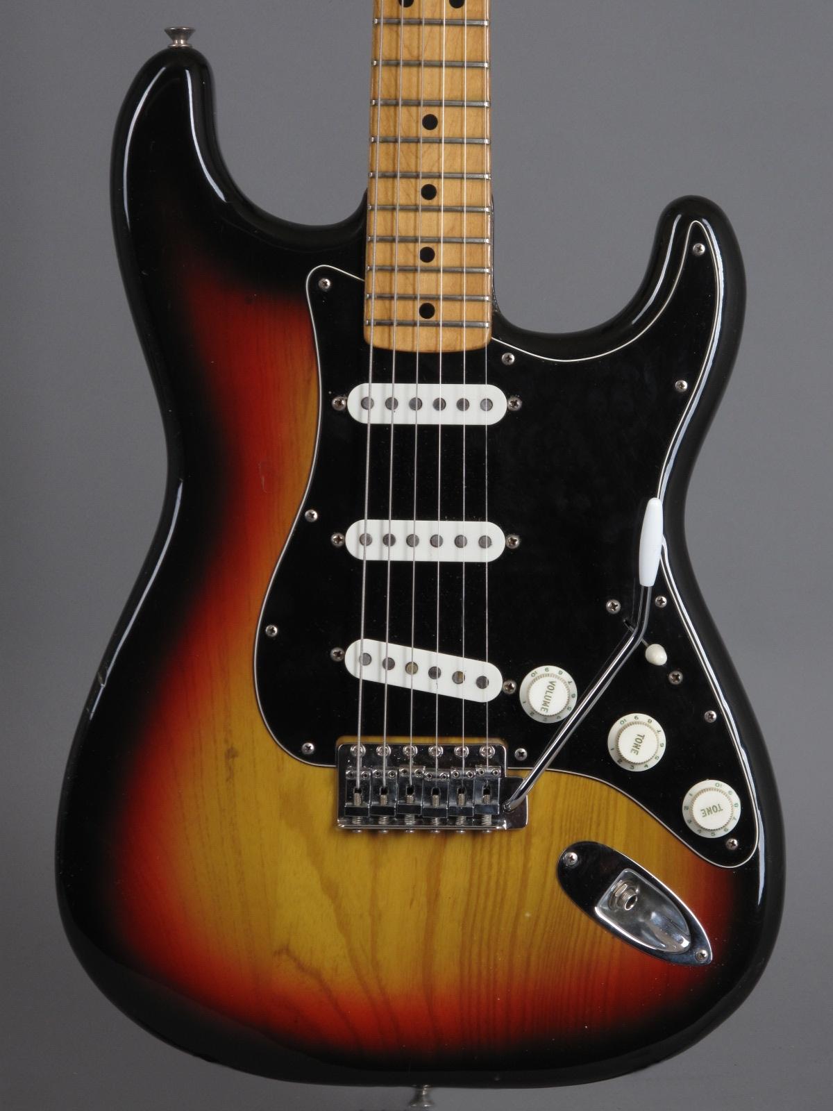 1976 Fender Stratocaster - 3-tone Sunburst