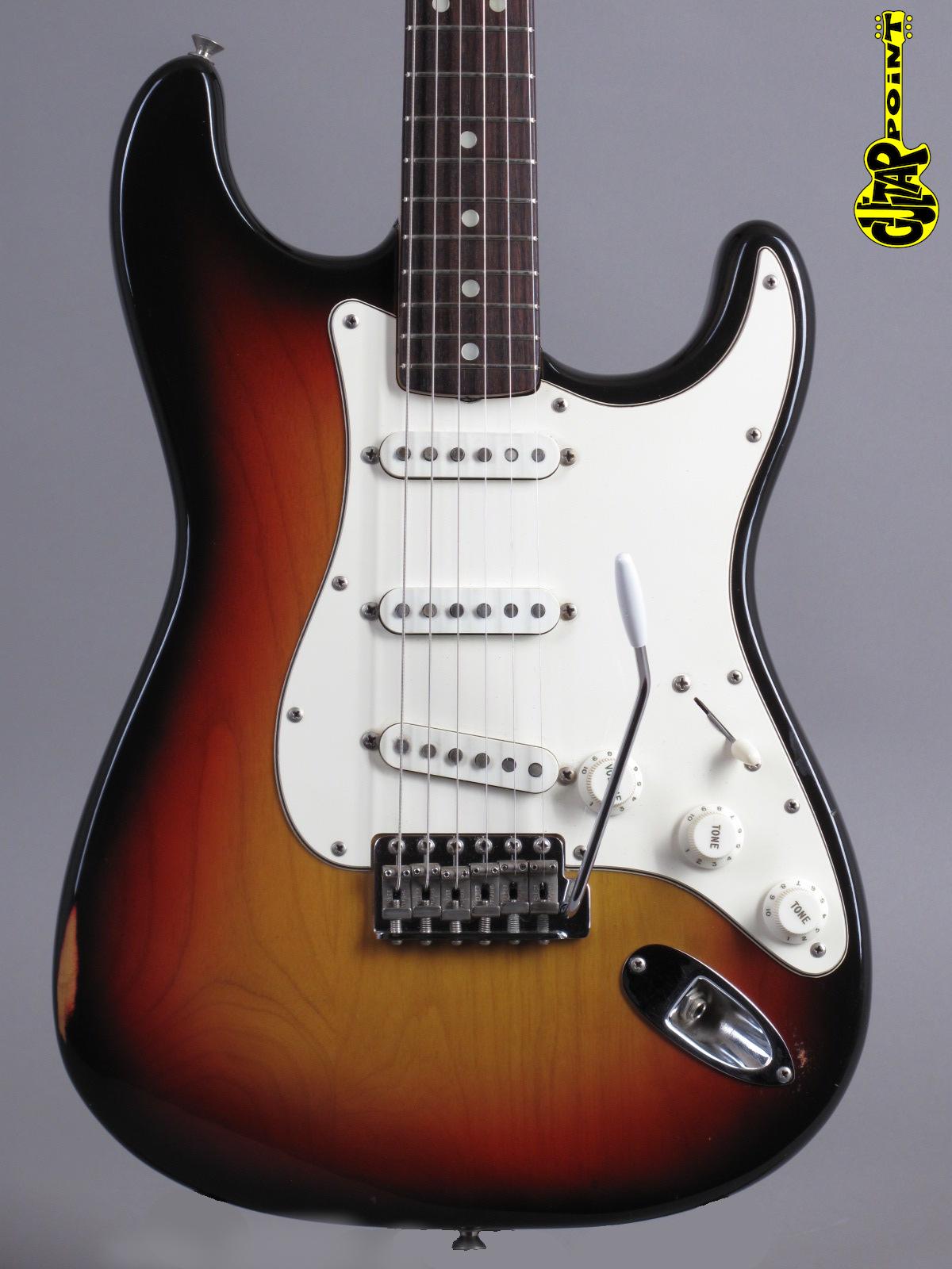 1971 Fender Stratocaster - 3-tone Sunburst - 4-bolt & clean !!!