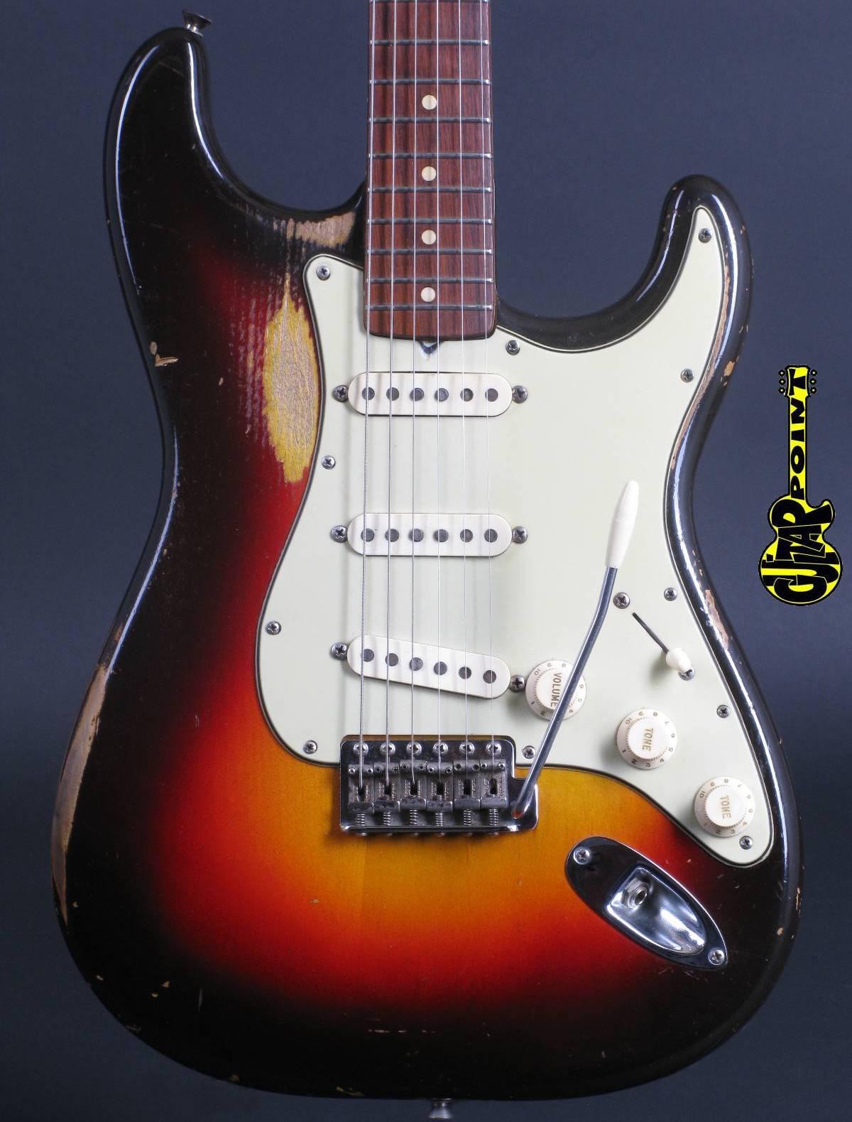 1961 Fender Stratocaster / 3-tone Sunburst
