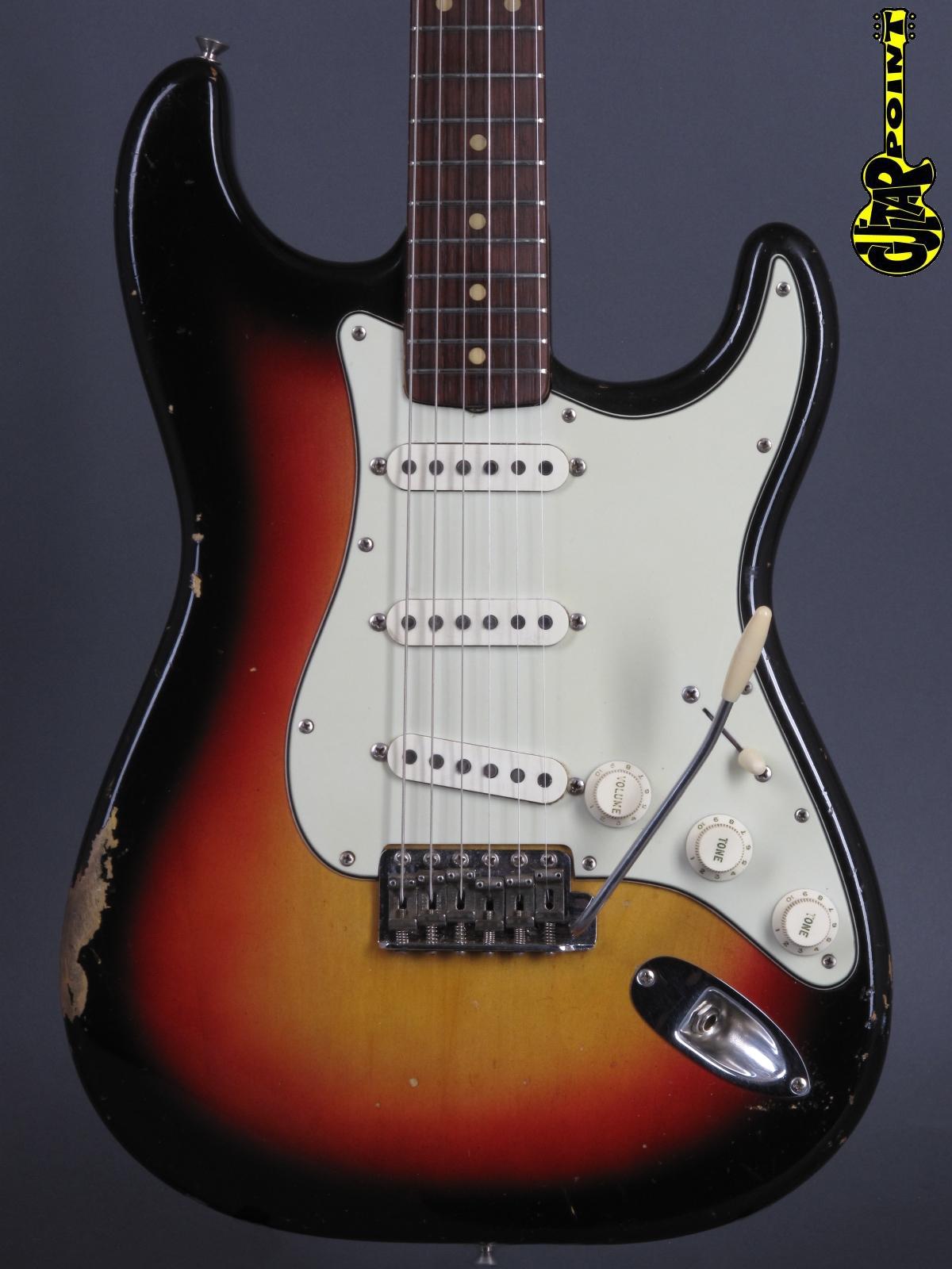 1962 Fender Stratocaster - 3-tone Sunburst