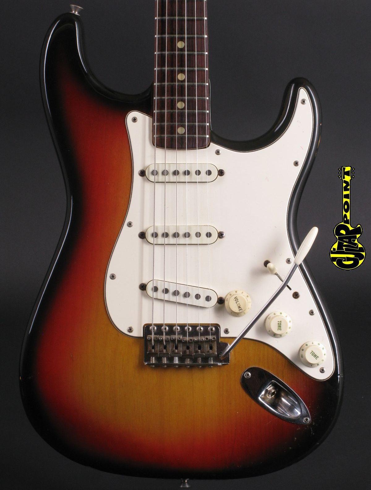 1971 Fender Stratocaster - 3-tone Sunburst incl. Case.