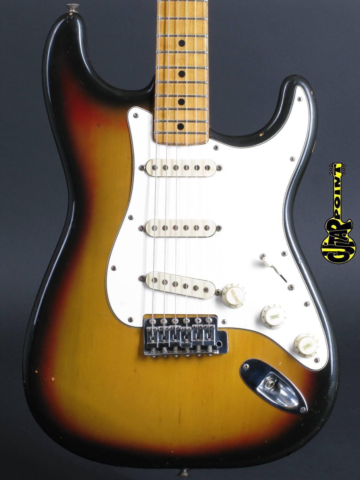 1975 Fender Stratocaster - Sunburst / Mapleneck